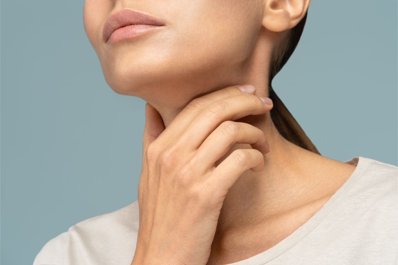 Woman with painful thyroid