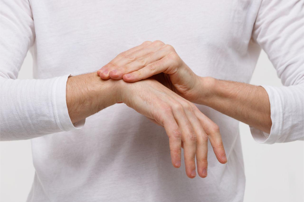 5 Symptoms of Wrist Tendonitis
